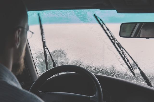car-2607059_640.jpg